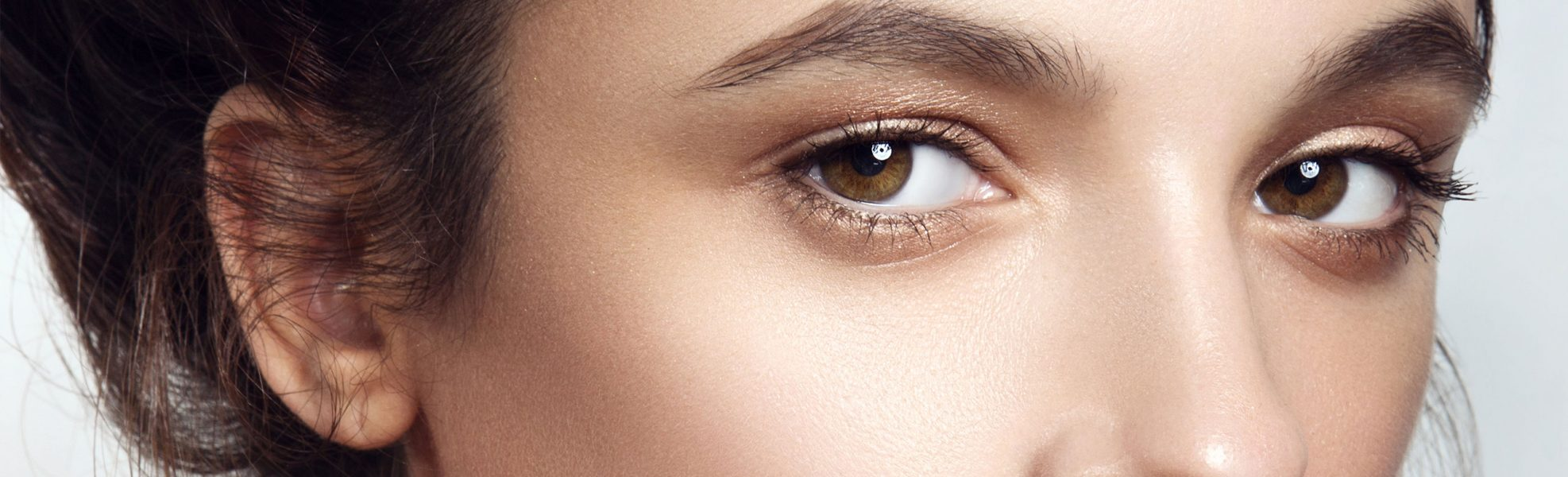 close up on womens eyes